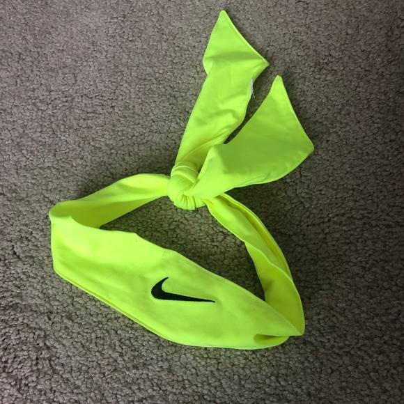 Nike headband. M 5b5f66702aa96a36f8055db1 34840500afa